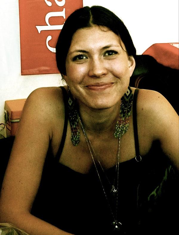 Le sourire d'Aléla Diane en dédicace à Angoulême