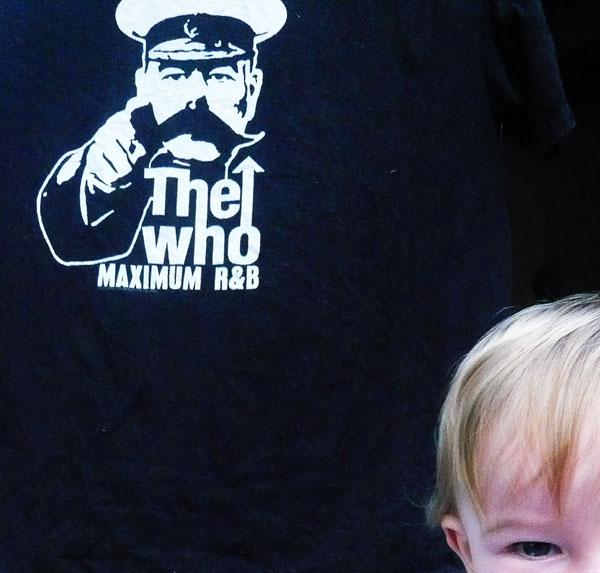 one of my kid et mon tee-shirt préféré, souvenir des Who en concert à Bilbao (2005)