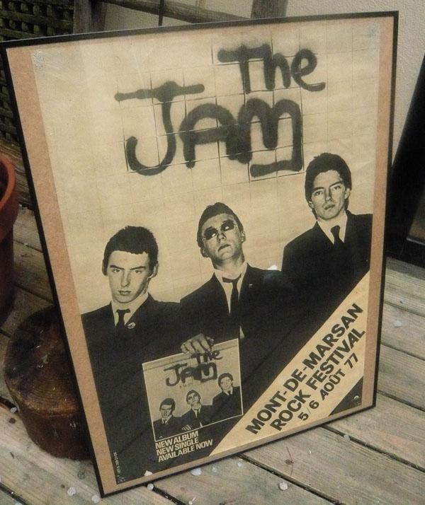 truc irréel... voir le festival Punk de Mt de Marsan à 16 ans en 1977 (Clash, Damned, Police, Lou's, Rings, Maniac... The Jam programmé n'a pas joué. Fuck !)