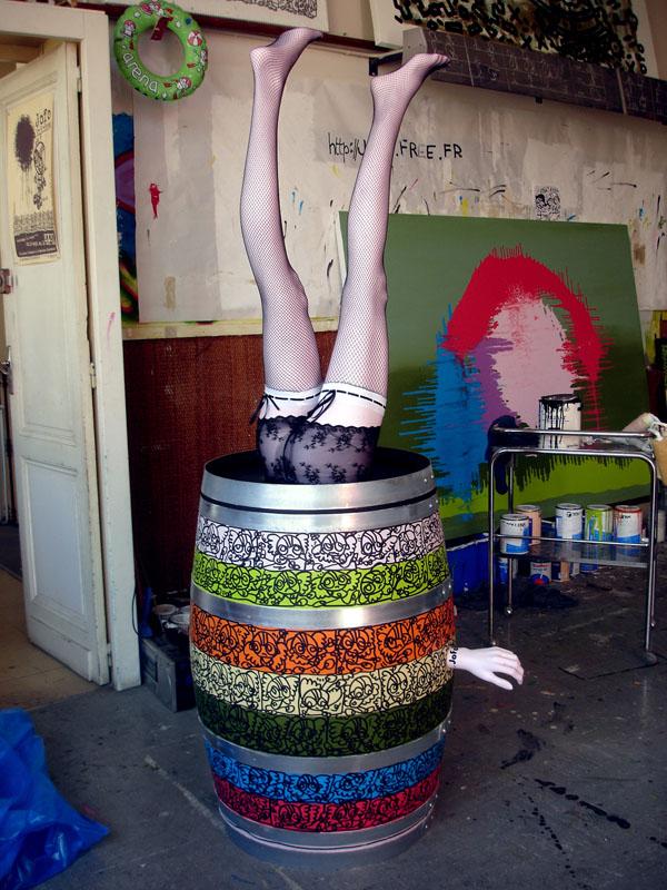 Acrylique + mannequin sur barrique. Commande de la tonnellerie BOUTÈS.