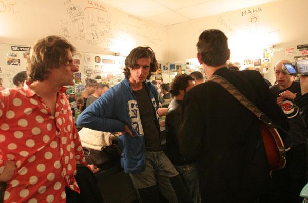 Les Cons dans les loges du théâtre Barbey à Bordeaux en 2005