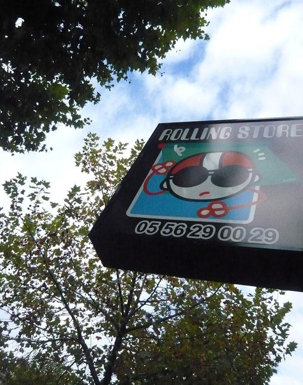 Logo et enseigne de Rolling Stores. Création du nom de l'entreprise.