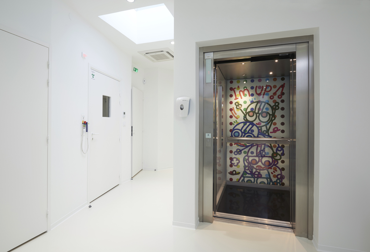 décor d'ascenseur. Cabinet dentaire. Bordeaux.