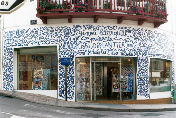 Décor de la façade de la Galerie Ginou Larrouilh, Biarritz